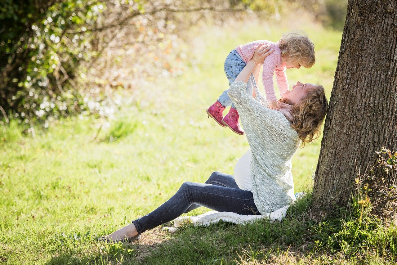 Jak zabawnie i edukacyjnie spędzić czas z rocznym dzieckiem?